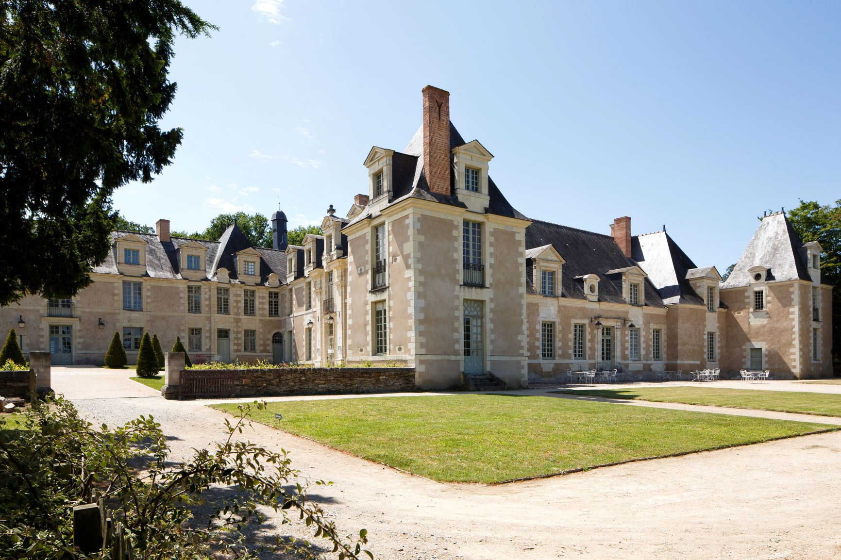 280/Chateau_Perriere/Exterieur/Full_Exterior_3_resize.JPG